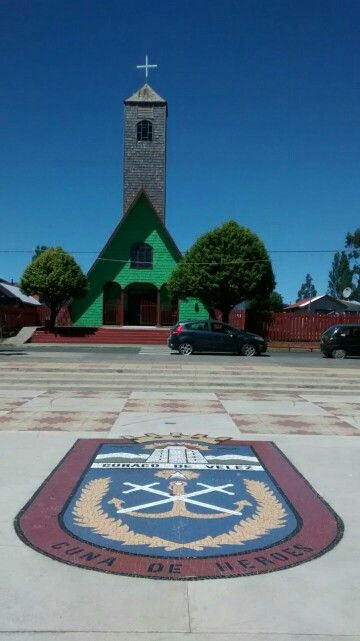 Iglesia y escudo de Curaco de Velez