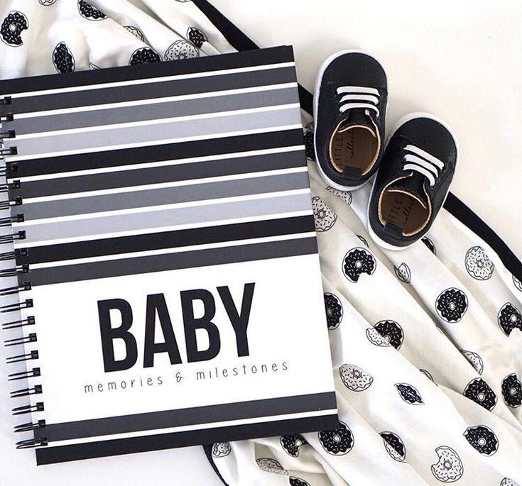 Livre de bébé moderne | Livre de souvenir pour bébé à larges bandes – Polka Dot Print Shop  – Polka Dot Print Shop