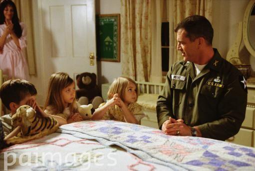 Mel Gibson as Lieutenant Colonel Harold G. Moore, Madeleine Stowe as Julie, Luke Benward as David, Taylor Momsen as Julie and Sloane Momsen as Cecile / We Were Soldiers