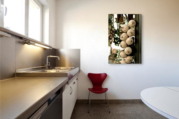 Koop Dolce Vita series: Garlic strings attached van juvani photo op canvas, dibond of (ingelijste) poster print.  Via juvaniphoto.werkaandemuur.nl vind je mijn mooiste foto's en digitale kunst voor aan je muur in topkwaliteit.  Juvani Photo toont graag het mooie van kleine dingen, en een fraaiere blik op de dagelijkse wereld om ons heen.