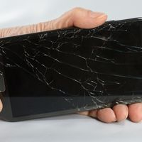 How to Fix Cracked Cell Phone Screens | eHow
