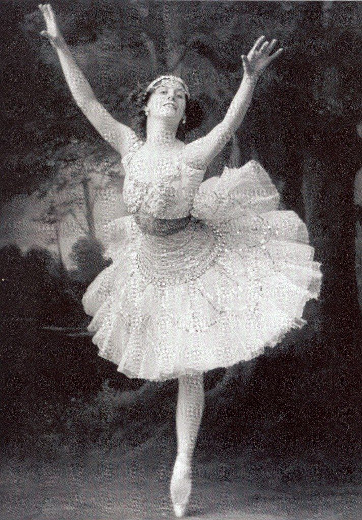 anna pavlova The russian ballerina anna pavlova, whose delicacy and grace mesmerized audiences and inspired a generation of dancers and choreographers, entered the.