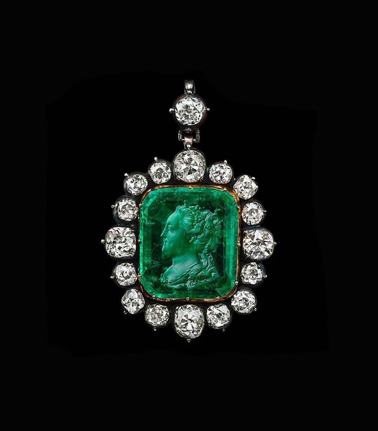 An emerald intaglio pendant with the effigy of Catherine the Great. 18th Century.