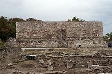 Το Μπεζεστένι - Φρούριο*.Κατά την βυζαντινή περίοδο ήταν το θρησκευτικό κέντρο, και κατά την οθωμανική εμπορικό και αμυντικό κέντρο.