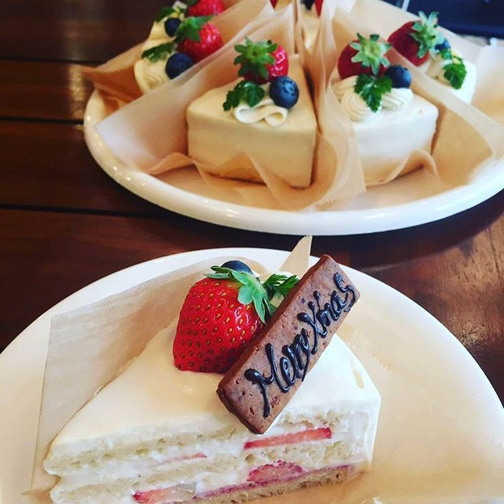 Specially made cakes only for limited time. They are unbelievably vegan! クリスマスのスペシャルショートケーキもございます! 数に限りがあるのでお早めにどうぞ!
