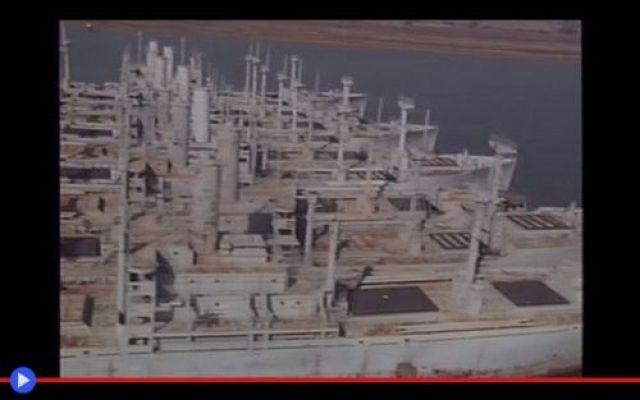 Le 3 flotte fantasma sui confini degli Stati Uniti Mentre il vento della guerra soffia e infuria la tempesta, i pollini del desiderio e dell'ingegno imperversano sui mari della Terra. Sono fatti di metallo, plastica fibra di vetro. Plutonio, tritolo  #marina #militari #statiuniti #guerra
