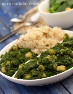 Creamy white chana and vibrant spinach are a match made in heaven, not only due to their complementary good looks, flavour and texture, but also the heart-friendly blend of nutrients and fibre. Chana Palak, a luscious preparation of chickpeas, cooked in a mild gravy of spinach, flavoured with onions, tomatoes, and other common spices and pastes, is a wonderful accompaniment for sumptuous whole wheat parathas or brown rice. Serve immediately, to enjoy the fresh flavour and texture.