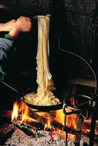 truffade (sorte de fondue) avec de la tome fraîche du Cantal, Auvergne