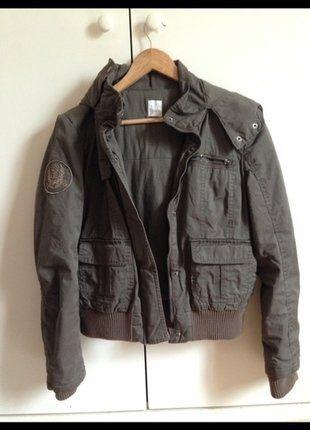 À vendre sur #vintedfrance ! http://www.vinted.fr/mode-femmes/autres-manteaux-and-vestes/31066612-blouson-chaud-kaki-a-capuche