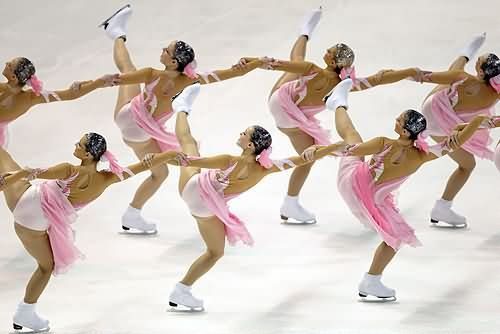 Beautiful synchronized skating..