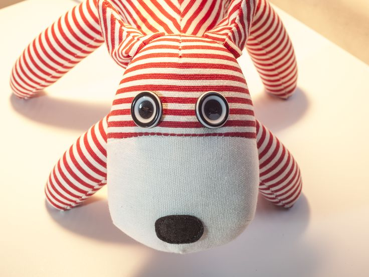 Add a colourful and fun lamp to your child's bedroom with a Mocka Pet Lamp.Your child will love having a red stripe dog lamp on their bedside table, desk or chest of drawers.