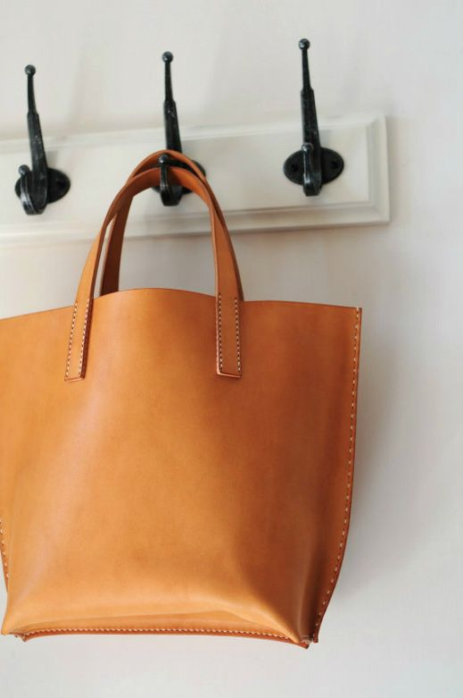 Hand Stitched Leather Tote: Leather Pur, Style, Brown Bags, Leather Handbags, Leather Totes, Hands Stitches, Bags Design, Leather Bags, Clutches Pur