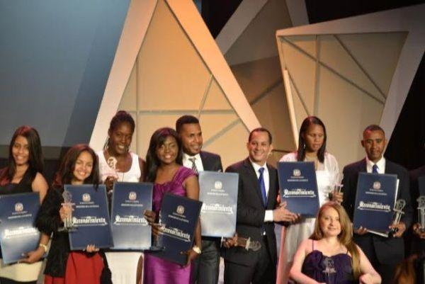 Celebran En Grande Premio A La Excelencia Juvenil Juan Pablo Duarte 2015