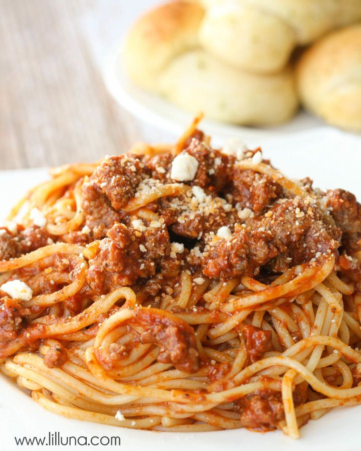 Our favorite Spaghetti recipe - SO EASY! { lilluna.com } #spaghetti