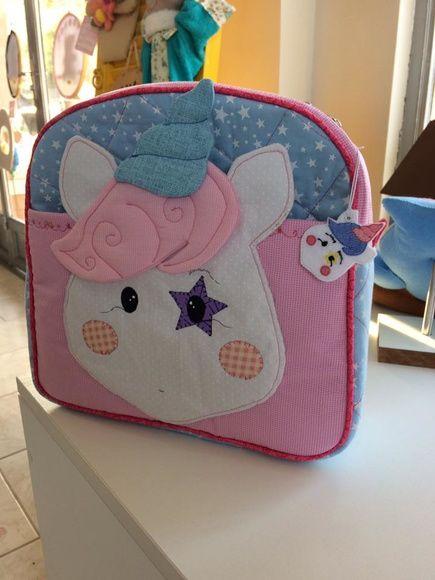 51a4f3bbc Mochila infantil adequada para ser usada por uma criança de até 10 anos.  Este produto está disponível apenas por encomenda e o pedido mínimo é de 1  unidade.