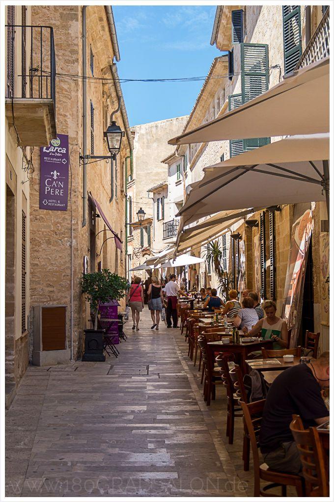 Ein Spaziergang durch die Altstadt von Alcudia auf Mallorca und über die mittelalterliche Stadtmauer. Ein Ausflugstipp der sich lohnt!