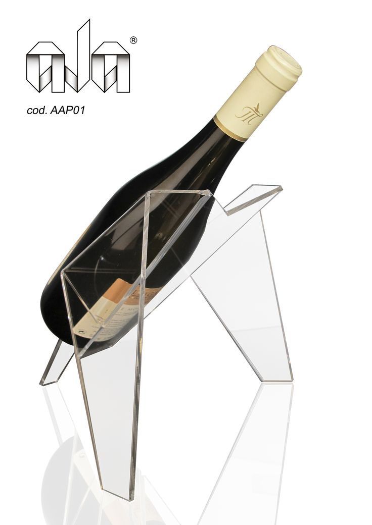 Ala (cod. AAP01) Comprising of a single section cut and faceted, ALA can be identified by a unique interplay of surfaces and a particular elegance.Three points of support and an AERODYNAMIC STRUCTURE enhance your bottle. For many info, contact me.