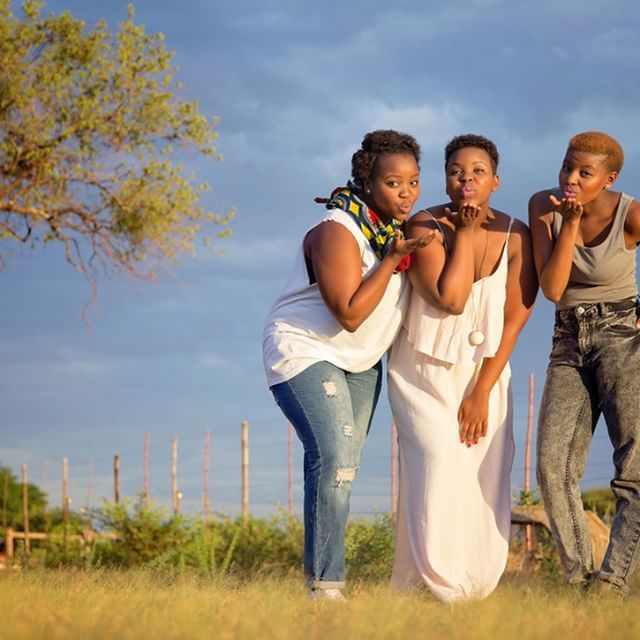 an AMAZING Sister-Shoot we did the other day on the StokerStudio premises ! Perfect weather = Perfect lighting = Perfect Photo !!! ...as easy as that ;-) !! Follow us @stoker_studio ♥  #Sisters #shoot #photography #family #African #beautiful #canon #weather #clouds #perfect #happy #love #close #kisses #stokerstudio