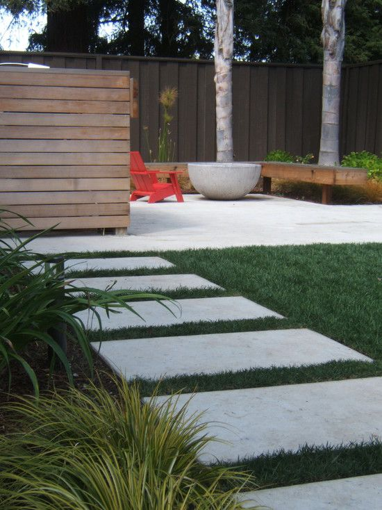 simple elements - pavers, privacy wall, and mod fire pit area - great small space idea