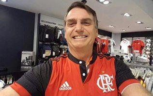 Deputado usou a camisa rubro-negra na partida contra a Chape. Político já compareceu a outros estádios vestido blusas de Bota, Palmeiras e Vasco