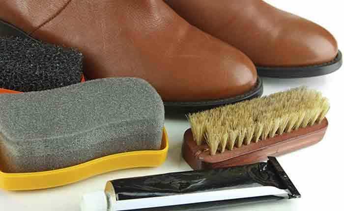 Sapatos com marcas ou manchas de sujidade dão uma aparência desleixada ao look. Infelizmente, muitos dos sapatos, principalmente os de salto alto, tendem a ganhar marcas de uso. No entanto, já