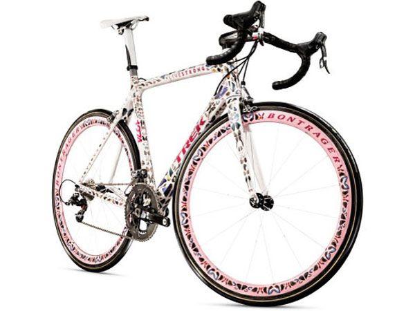 Там, где автомобили стоят в многокилометровых пробках, велосипед стремительно промчится между рядами. Но в данной статье речь пойдет вовсе не о тех дешевых и доступных моделях. Некоторые велосипеды бьют рекорды, но даже не временные, а ценовые.... http://www.molomo.ru/inquiry/expensive_bikes.html #Самыедорогиевелосипеды