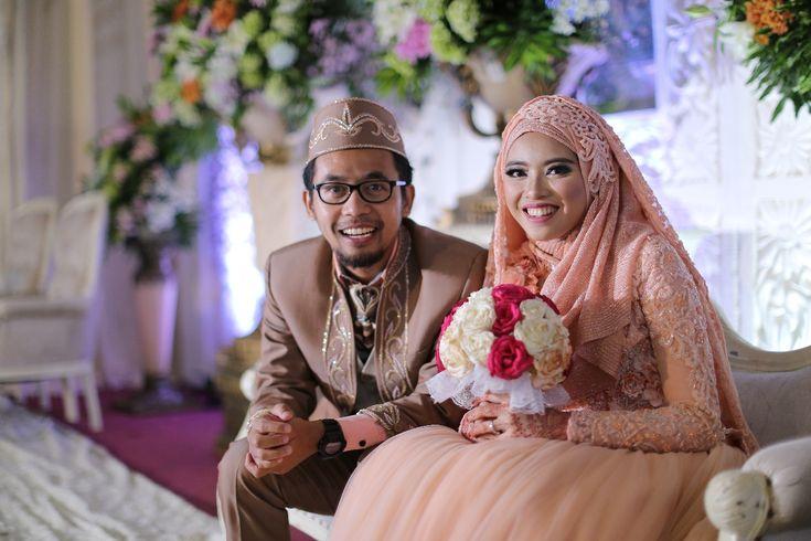 Lihat lebih banyak foto dan ulasan tentang Nita & Agung Wedding dari LAKSMI - Kebaya Muslimah & Islamic Wedding Service di Bridestory