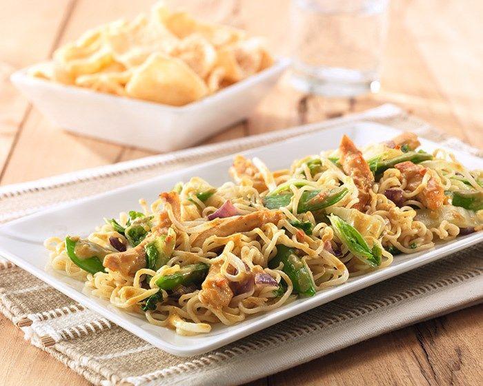 Kip met wokgroenten en noedels recept
