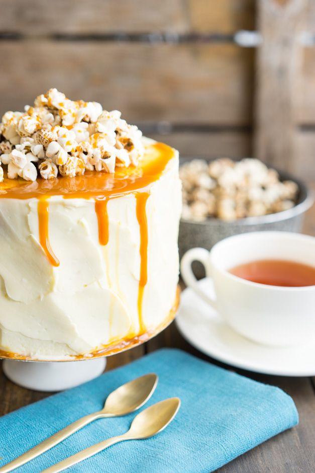 Базовый бисквитный торт с пошаговыми секретами оформления Сегодня в блоге я даю не только рецепт торта, но и расписываю очень подробно с фотографиями и видео все шаги, начиная от замеса теста и подготовки форм и духовки, до финального украшения уже готового торта. Наконец, вы узнаете, как сделать торт голым или наоборот покрыть разными кремами и...