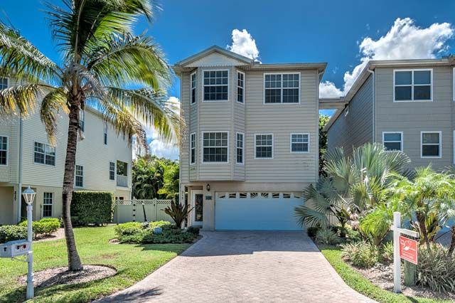 Quiet Palms,  215 81st St.,  Holmes Beach, FL. 34217,   The name says it all! Quiet palms resides on a docile street on Holmes Beach, just a few minutes walk from the white sandy...