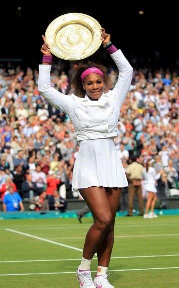 Serena posed in style, and posed wearing a magenta