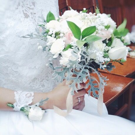 Riri's Wedding Flower | kitty manu