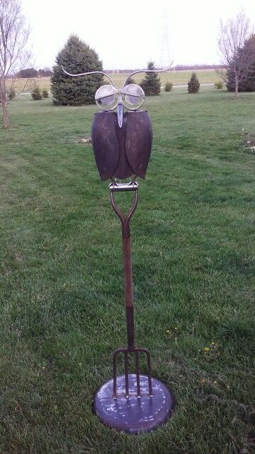 Shovel owl on pitch fork, the base is made to be below ground level