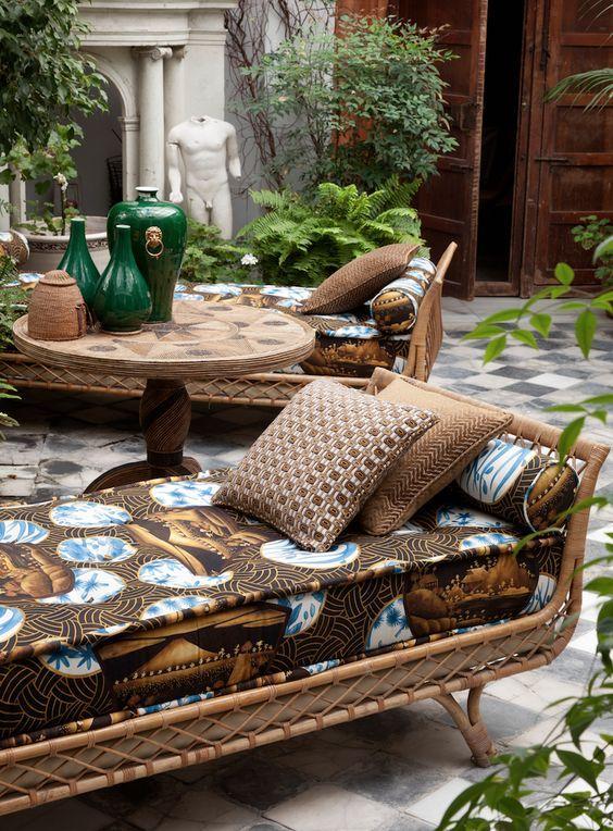 El decorador de interiores del momento Lorenzo Castillo lanza sus colecciones de telas y papeles pintados para la firma española Gastón y Daniela. Ya disponibles en nuestra eshop.