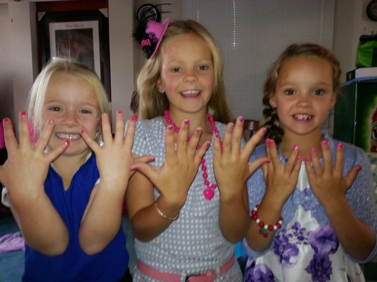It's A Girl's World Glamour parties - Beautiful girls, beautiful nails x