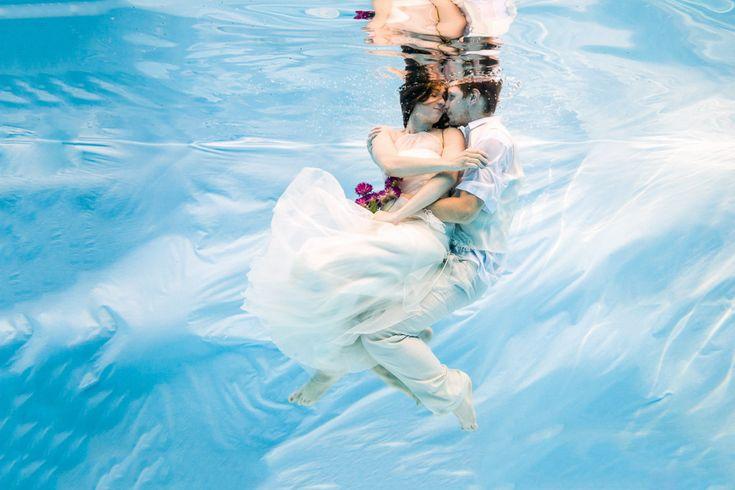 Zážitkový svatební dar. Věnujte novomanželům zážitek s nadčasovým výsledkem! http://karelfiala.cz/fotopodvodou/svatebni-fotografovani-pod-vodou/