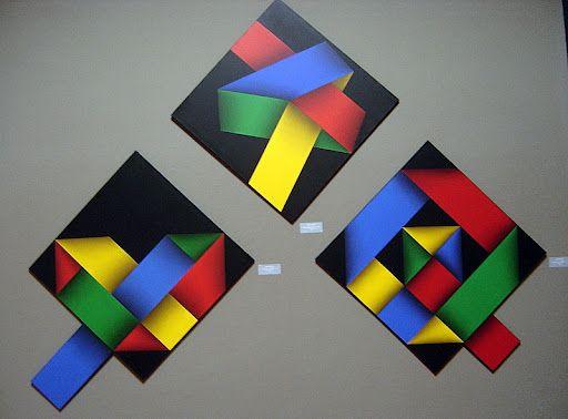 El maestro Omar Rayo, se inspira mediante las figuras precolombinas   en el museo del oro en Bogota, Colombia.   Su ultima expocision se la dedico a su nieto mateo,   con la cual hizo figuras geometricas, no solo de rojo y blanco,   sino de rojo amarillo y azul, los colores del juego como lo diría él.