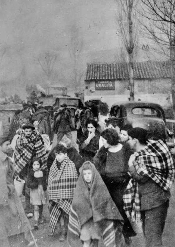 Refugiados huyendo de Madrid.