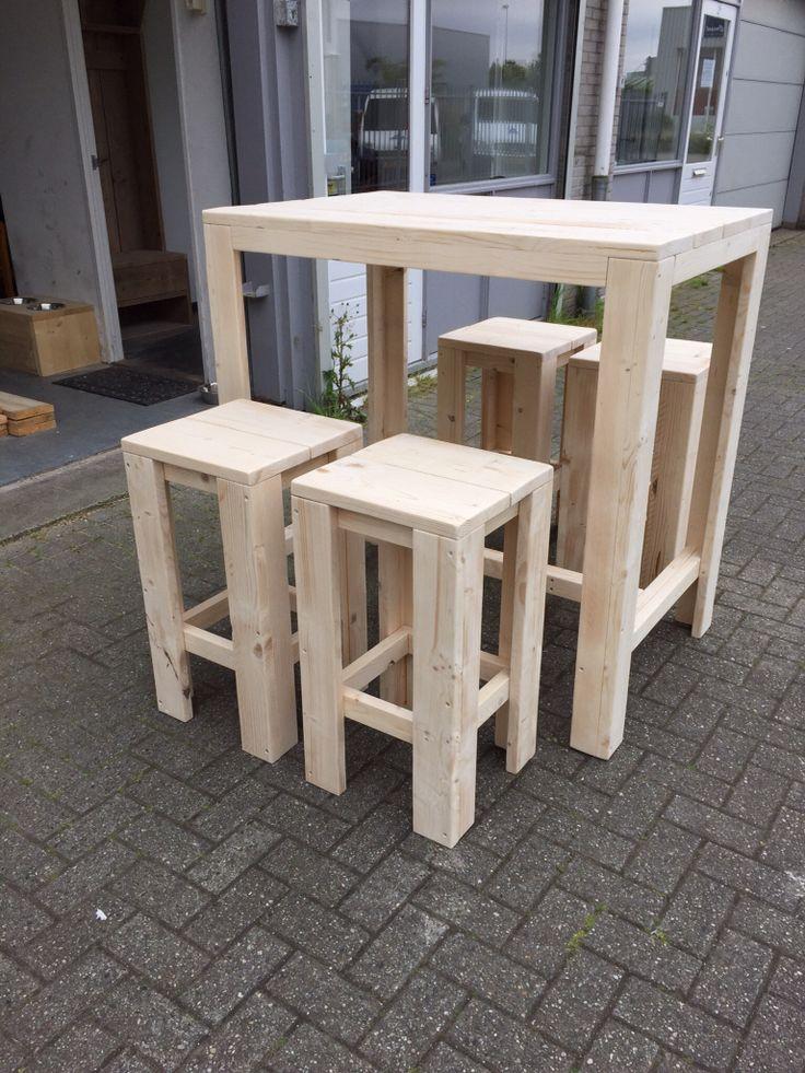 Bartafel Robuust (extra hoog) met 4 barkrukken gemaakt van steigerhout.