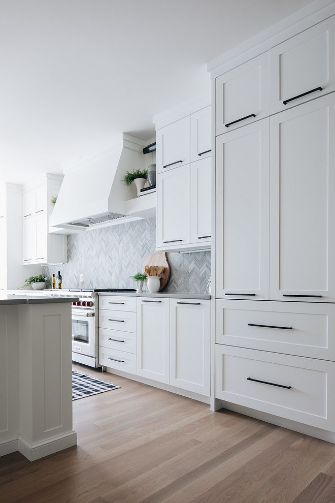 Kitchen Hardware All Cabinet Pulls Were Placed Horizontally Kitchen Hardware Horizon Modern Kitchen Hardware White Modern Kitchen Modern Kitchen Cabinet Design
