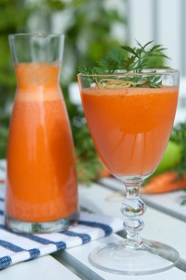 Sunde drikke - Æblejuice med gulerod og ingefær (ca. 2 pers)