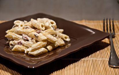 Pasta con pancetta, panna e gorgonzola - Ecco come preparare un piatto facile per single, ovvero la pasta con pancetta, panna e gorgonzola. Si tratta di un primo piatto veloce e semplice, da cucinare in circa 20 minuti.