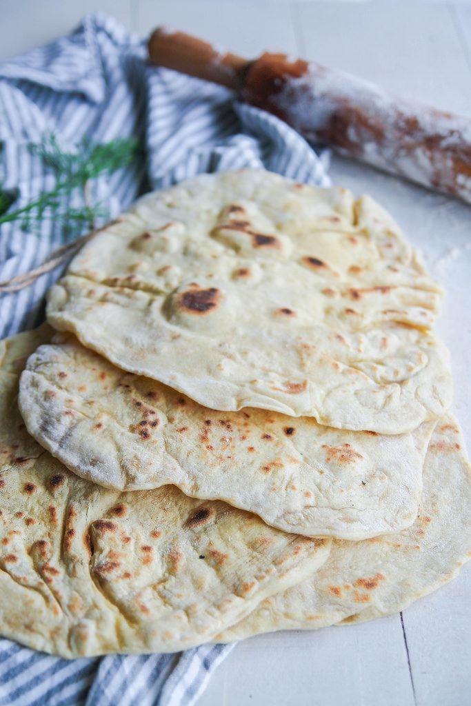 Pain libanais chawarma {vegan}          300 g de farine T80     20 cl d'eau     30 ml d'huile d'olive     1/2 cuillère à café de sel