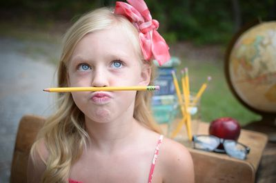 Back to School Mini Session. Ideas. Props. Fashion. What to wear. Poses…