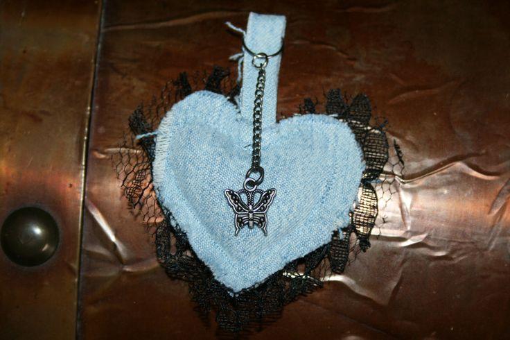 Schlüsselanhänger - Schlüsselanhänger Herz, Jeans mit Spitze - ein Designerstück von Angelas_Kreativwelt bei DaWanda