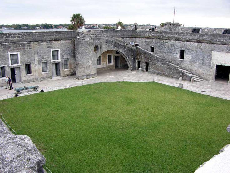 castillo de san marcos st augustine florida a great landmark of American history. Walkbridge.blogspot.com