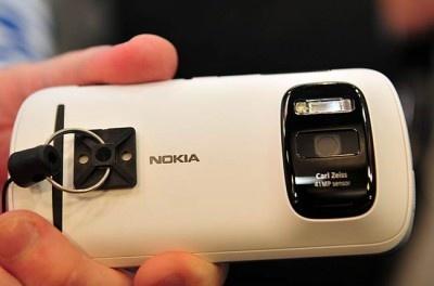 Nokia 808 Ponsel Windows Phone Berkamera 41 MP PureView, Codename EOS   TECHNOLOGY PORTFOLIO