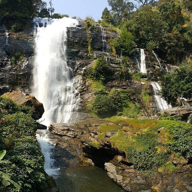 A day in Doi Inthanon National Park - Thailand 😊😙🤗 🔸🔸🔸🔸 #asian #thailand #chiangmai #doiinthanon #waterfall #landscape #nature #natgeo #panorama #explore #colors #beautiful #love #happy #smile #friends #like #look #amazing #photography #traveltheworld #trip #instatravel #snapshot #photooftheday #igers #instathailand #igthailand