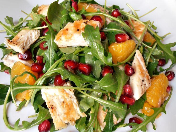 CAIETUL CU RETETE: Salata de rucola cu pui, portocala si rodie