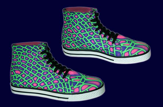 SpaceTribe Allstars  : Acid Dragonfly http://www.spacetribe.com/shop/accessories-footwear-c-158_287.html